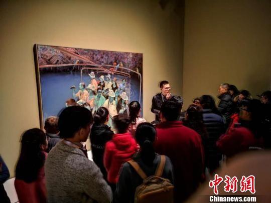 图为博物馆内熙熙攘攘的人群。 钟欣 摄